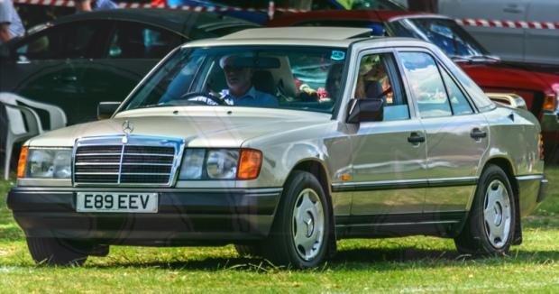 FDLCVS-073-GC-2018-1988 MERCEDES 230 E AUTO